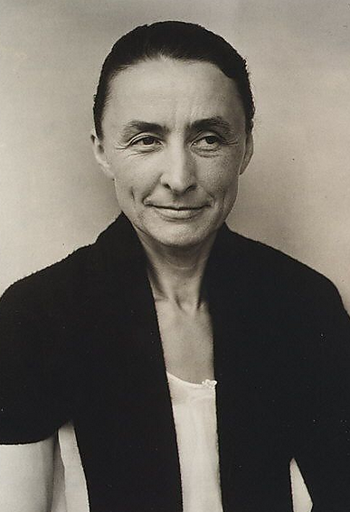 a biography of georgia okeeffe an american painter Georgia o'keeffe the american painter georgia o'keeffe (1887-1986) created a distinctive iconography that includes startling details of plant forms, bleached bones, and landscapes of the new mexico desert—all rendered with pristine clarity.